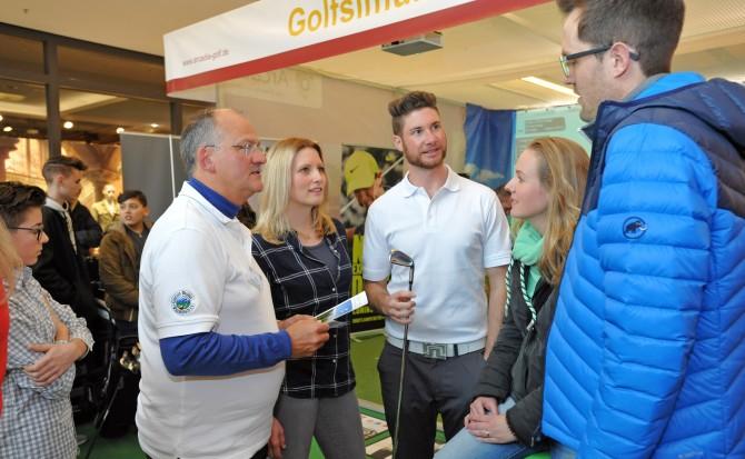 Fuchs PR & Consulting  Golfclub Waldegg Wiggensbach E.V. Ehemaliger Profi Golfer Fabian Grotz im Forum Allgäu bei einer Golf Präsentation.